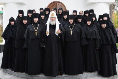 Монахини и Митрополит