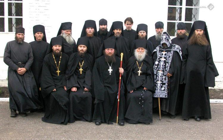 Монахи мужского монастыря