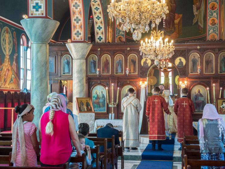 Богослужение в греческом храме