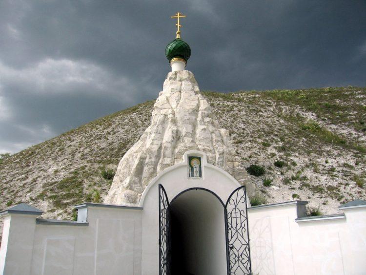 Храм во имя святого Серафима Саровского