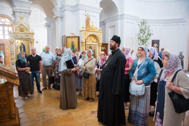 Поломники в Иоанно-Предтеченском монастыре